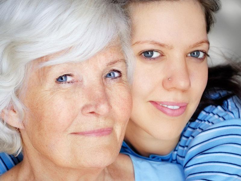 Alte und Junge Frau mit schöner Haut